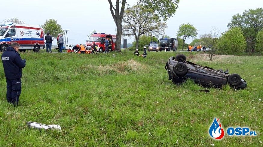 Wypadek drogowy na DW 102 w miejscowości Włodarka (gm. Trzebiatów) OSP Ochotnicza Straż Pożarna