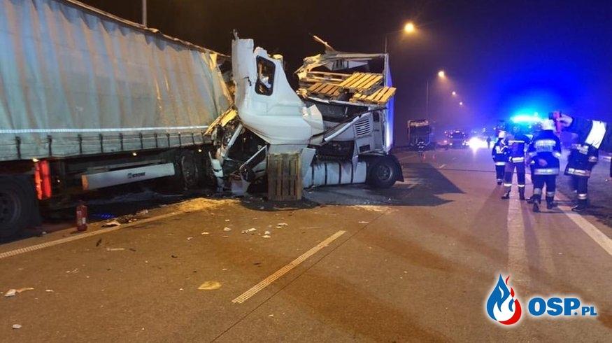 Trzy ciężarówki zderzyły się na A1 pod Łodzią OSP Ochotnicza Straż Pożarna