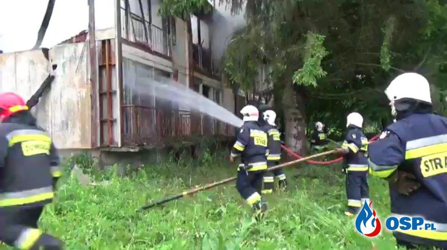 Pożar pustostanu w miejscowości Załuż. W akcji 5 zastępów straży pożarnej OSP Ochotnicza Straż Pożarna
