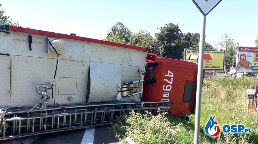 Wypadek wozu OSP Grzegorzew w drodze do akcji. Strażacki MAN służył druhom zaledwie kilka dni. OSP Ochotnicza Straż Pożarna