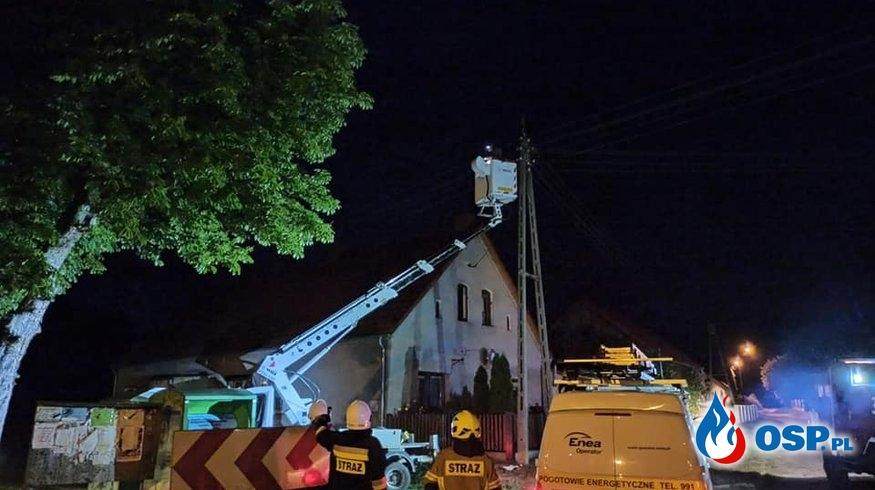 Nowa wieś - lampa uliczna w płomieniach OSP Ochotnicza Straż Pożarna