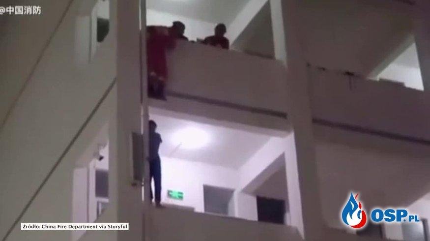 Strażak kopnął nastolatka w plecy. Uratował mu życie! OSP Ochotnicza Straż Pożarna