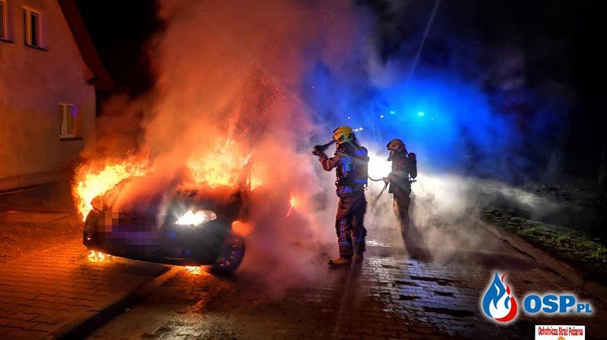 Nocny pożar samochodu w Złocieńcu. Auto doszczętnie spłonęło. OSP Ochotnicza Straż Pożarna