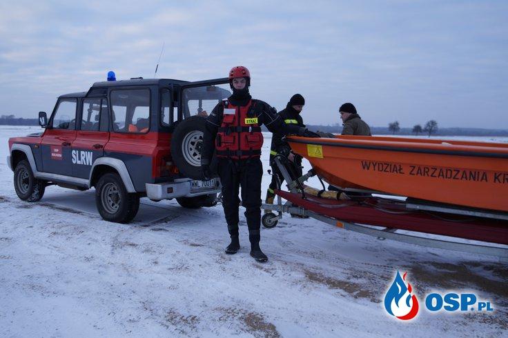 Cwiczenia wodne na lodzie OSP Ochotnicza Straż Pożarna