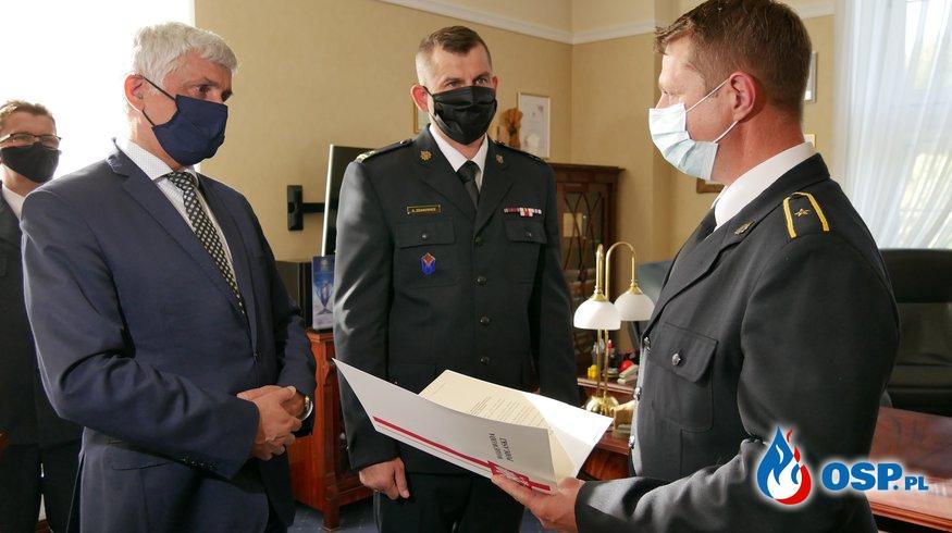Bohaterski strażak nagrodzony. W prywatnym czasie uratował mężczyznę. OSP Ochotnicza Straż Pożarna
