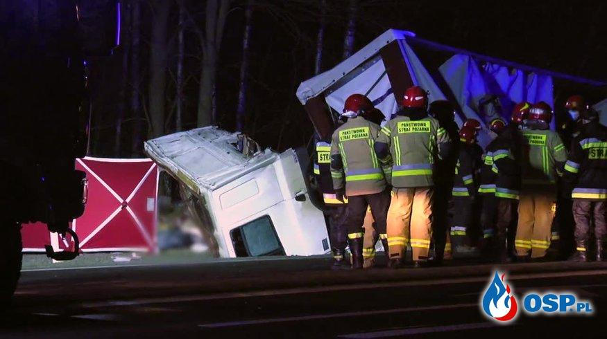 Zderzenie ciężarówek pod Przysuchą. Zginął jeden z kierowców. OSP Ochotnicza Straż Pożarna