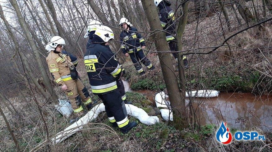 Substancja ropopochodna w cieku wodnym - 8 stycznia 2020r. OSP Ochotnicza Straż Pożarna