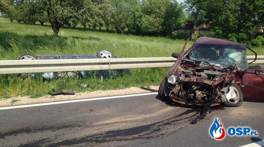 Tragedia w Sobótce. Zderzenie dwóch pojazdów osobowych. OSP Ochotnicza Straż Pożarna