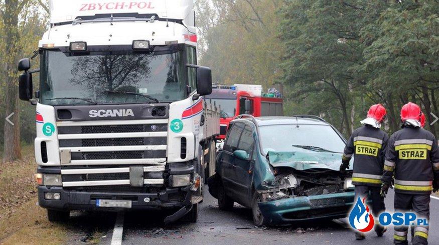 Zderzenie dwóch ciężarówek i osobówki w Lulkowie OSP Ochotnicza Straż Pożarna