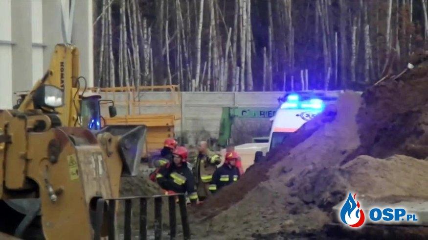 Pracownik zginął pod zawalonym stropem. Tragedia na budowie pod Warszawą. OSP Ochotnicza Straż Pożarna