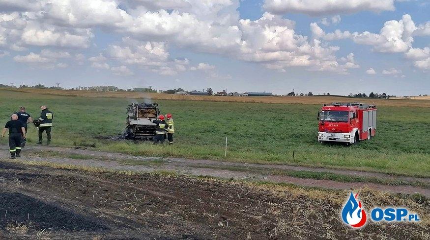Wypadek na polu i pożar prasy w Mirowicach. Zginął mężczyzna. OSP Ochotnicza Straż Pożarna
