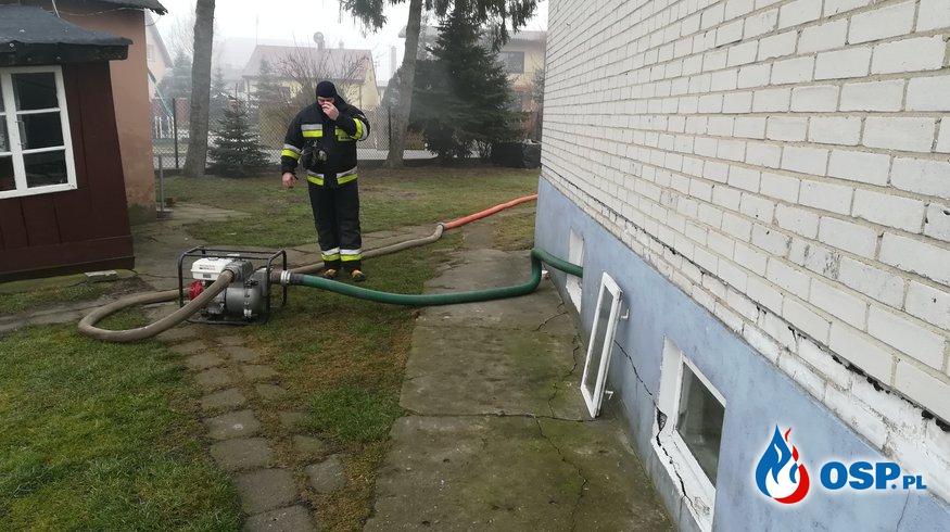 Woda w piwnicy przy ul. Płońskiej Nowe Miasto OSP Ochotnicza Straż Pożarna