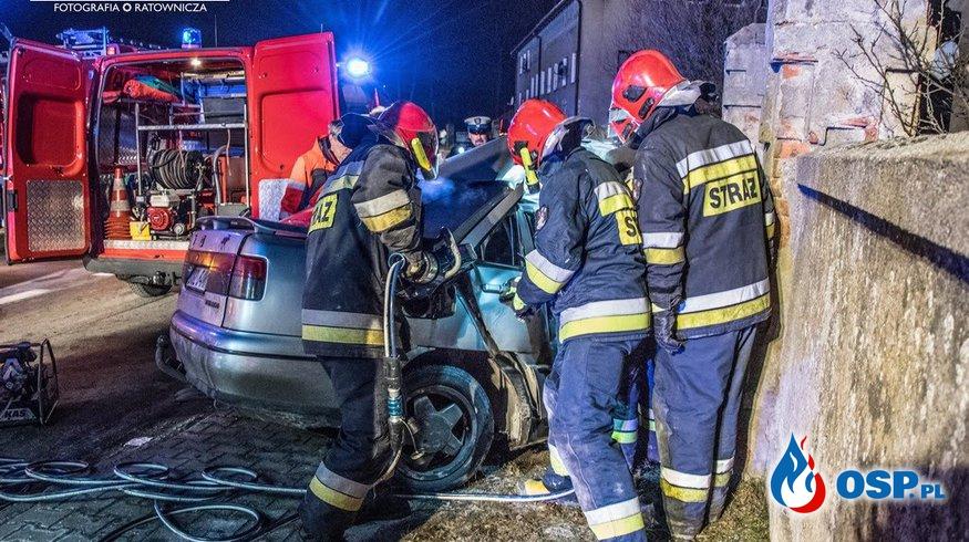 Wypadek w Buczynie. Seat roztrzaskał się na murze! OSP Ochotnicza Straż Pożarna