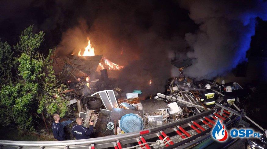 Pożar domu, garaży i składowiska odpadów w Niepołomicach! OSP Ochotnicza Straż Pożarna