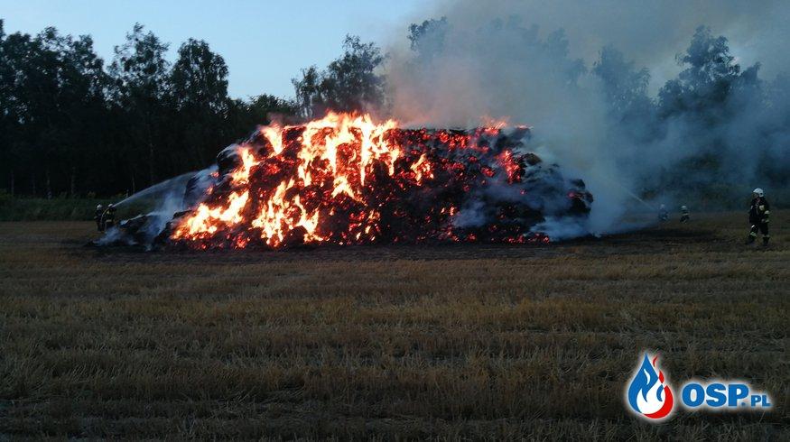Pożar balotów tuż przy lesie i DW nr. 124 OSP Ochotnicza Straż Pożarna