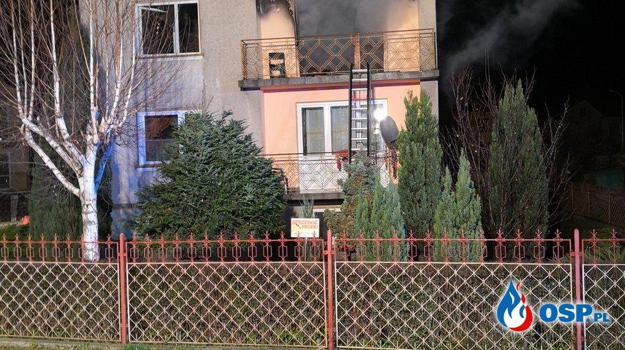Nocny pożar budynku mieszkalnego. W akcji 6 jednostek Straży Pożarnej. OSP Ochotnicza Straż Pożarna