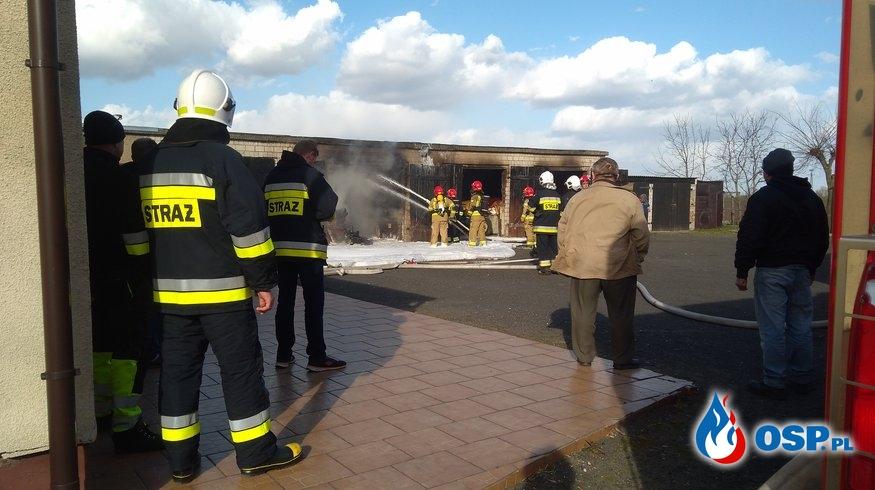 Piotrkowice - Pożar garażu z maszynami rolniczymi OSP Ochotnicza Straż Pożarna