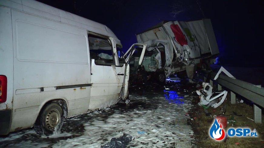 Tragiczny wypadek podczas wyprzedzania. Dwie osoby zginęły. OSP Ochotnicza Straż Pożarna