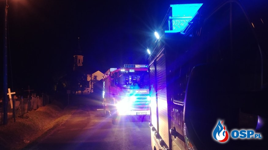 Paliły się śmieci przy cmentarzu OSP Ochotnicza Straż Pożarna