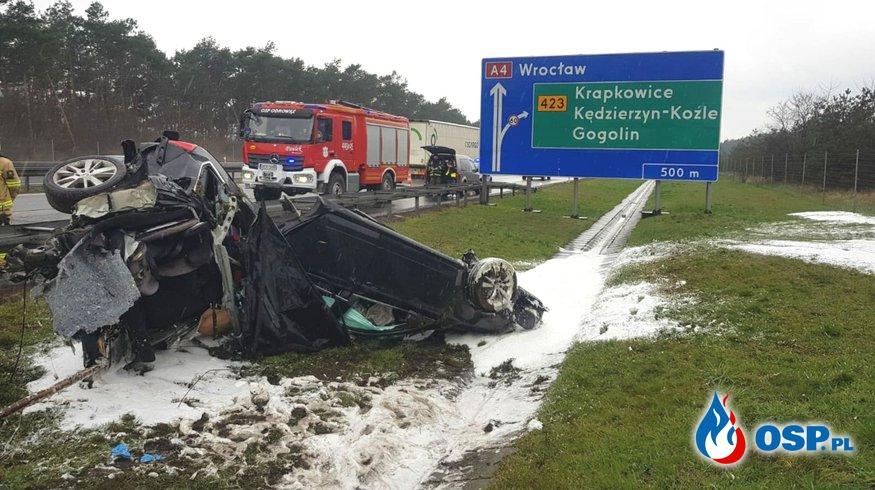 Rodzinna tragedia na A4. Nie żyje małe dziecko, rodzice trafili do szpitala. OSP Ochotnicza Straż Pożarna