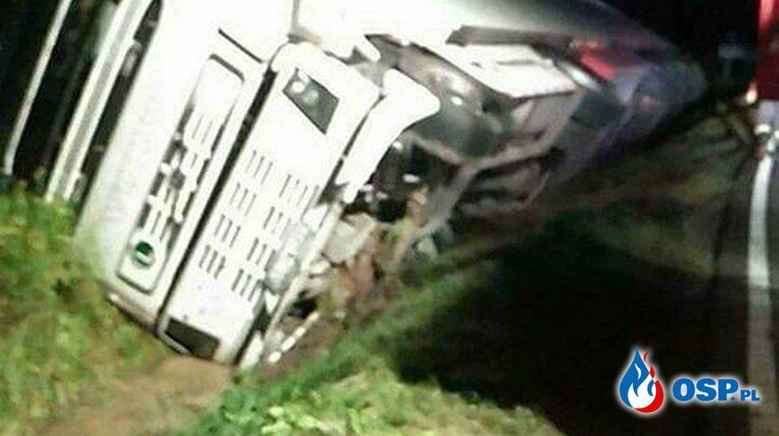 Wiatr wywrócił ciężarówkę OSP Ochotnicza Straż Pożarna