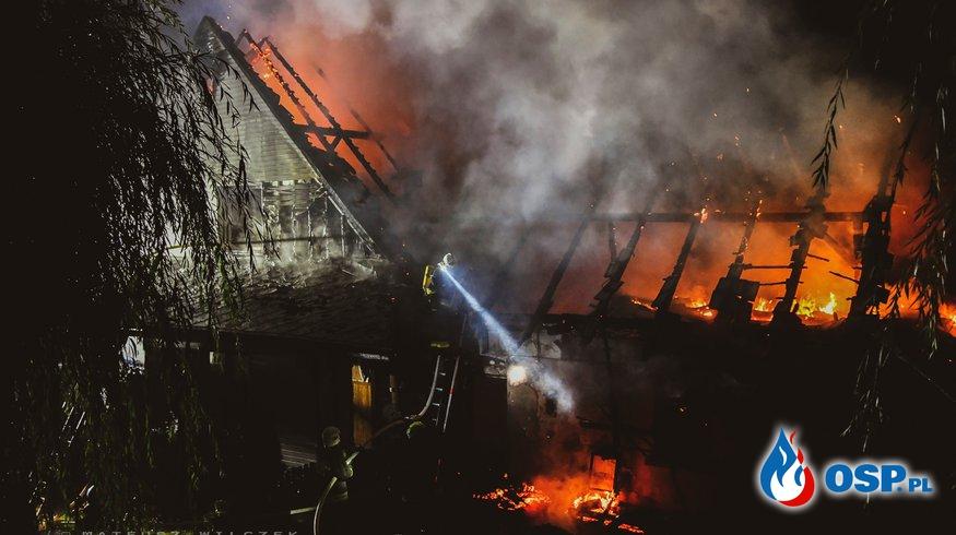 Nocny pożar budynku gospodarczego w Zachełmnej. W akcji 9 zastępów OSP i PSP. OSP Ochotnicza Straż Pożarna