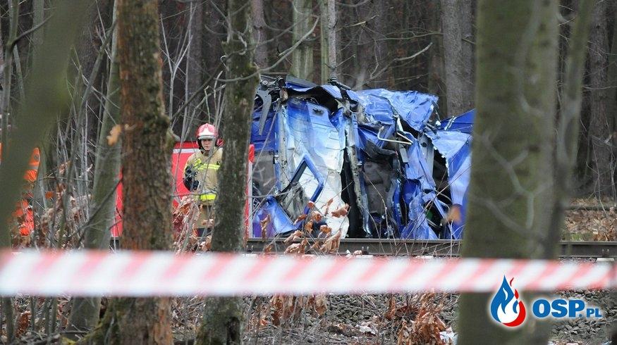 Kabina ciężarówki w kawałkach, po wypadku na przejeździe kolejowym! OSP Ochotnicza Straż Pożarna