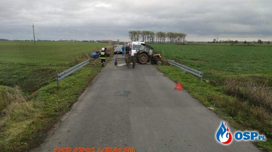 Kolizja samochodu osobowego z ciągnikiem rolniczym OSP Ochotnicza Straż Pożarna