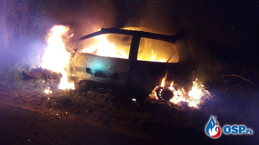 Pożar samochody osobowego OSP Ochotnicza Straż Pożarna