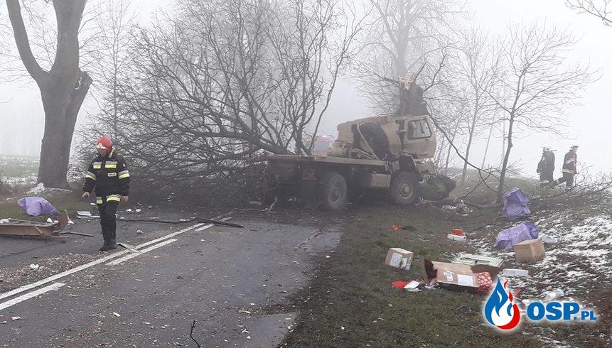 Kolejny wypadek amerykańskich żołnierzy w Polsce. Tym razem uderzyli w drzewo. OSP Ochotnicza Straż Pożarna