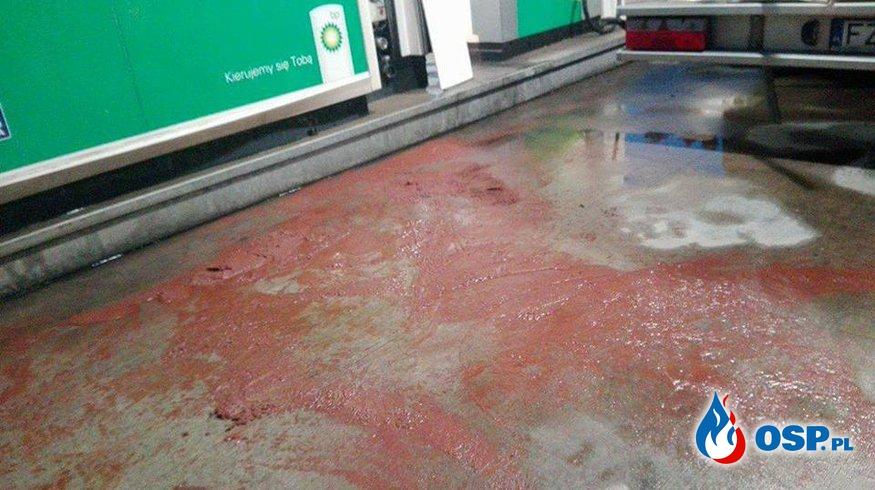 Wyciek substancji AdBlue na stacji benzynowej [31/2017] OSP Ochotnicza Straż Pożarna
