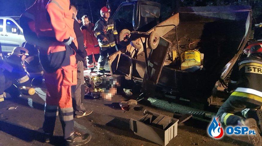 Zderzenie trzech aut. Mężczyzna uwięziony pod skrzynią ładunkową OSP Ochotnicza Straż Pożarna