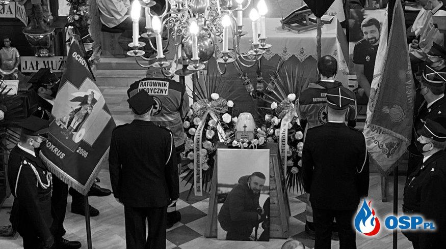 Tłumy strażaków i ratowników medycznych na pogrzebie 28-letniego Michała Mikody OSP Ochotnicza Straż Pożarna