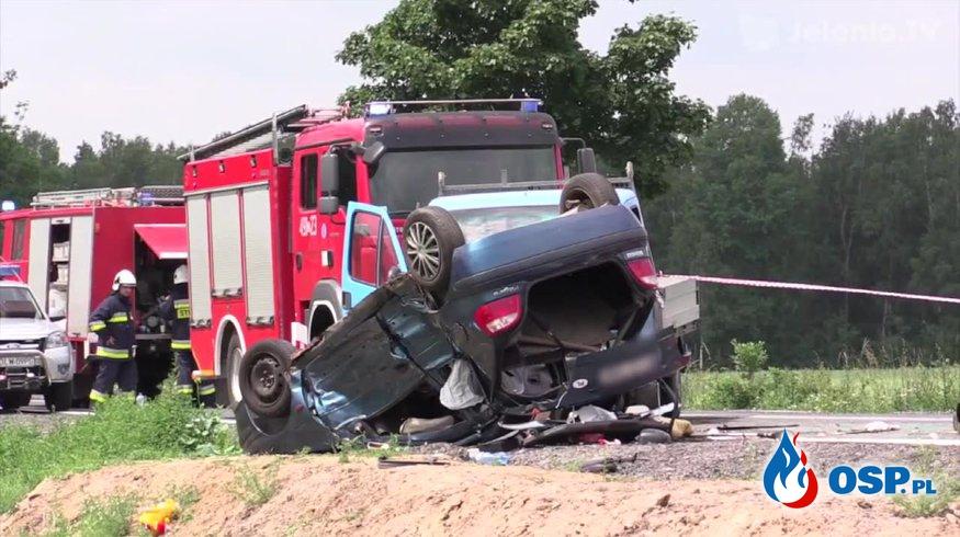 Tragiczny wypadek na drodze krajowej nr 30. Dwie osoby nie żyją OSP Ochotnicza Straż Pożarna