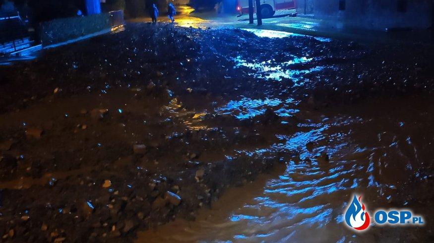 Działania po przejściu burzy w miejscowości Jasiona OSP Ochotnicza Straż Pożarna