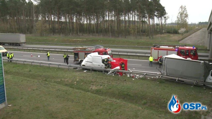 Tragiczny wypadek na A2. Jedna osoba zginęła, dwie są ranne. OSP Ochotnicza Straż Pożarna
