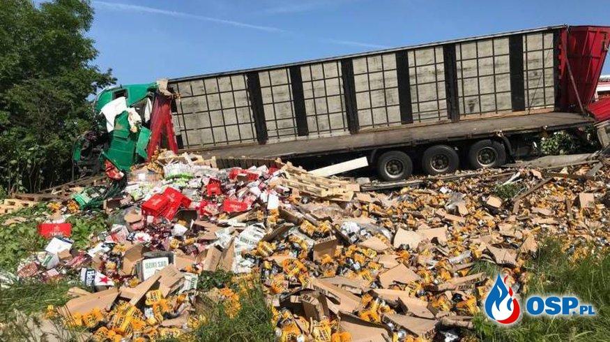 Wypadek ciężarówki z piwem. Kierowca zginął. OSP Ochotnicza Straż Pożarna