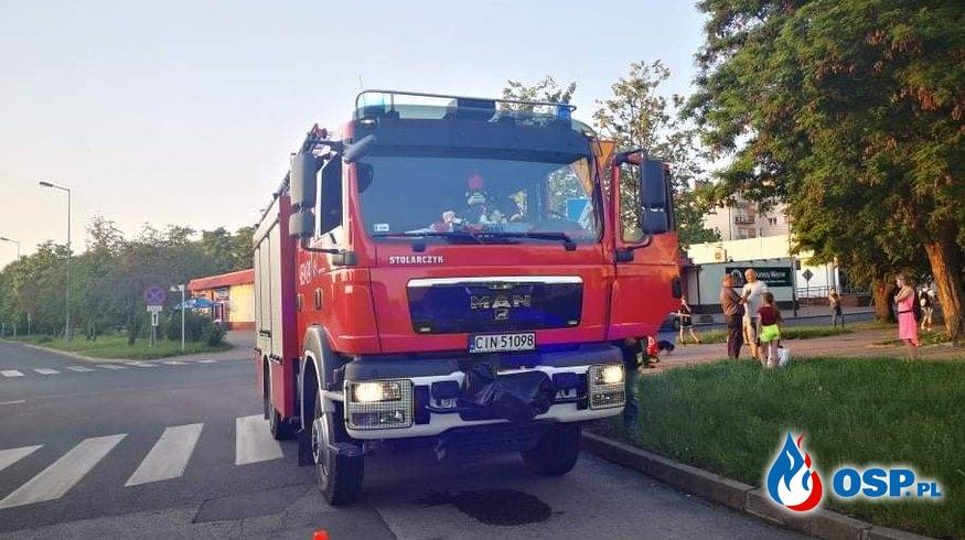 07.06.19 19:09 - RÓJ PSZCZÓŁ W MIESZKANIU, JANIKOWO - ul. Główna 33 OSP Ochotnicza Straż Pożarna