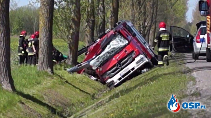 Wypadek wozu strażackiego pod Słupskiem. Kierowca chciał uniknąć czołowego zderzenia! OSP Ochotnicza Straż Pożarna