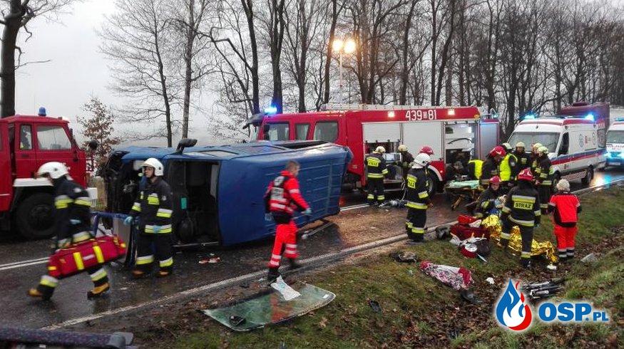 Wypadek busa na DK 11 na trasie Gołkowice - Kostów OSP Ochotnicza Straż Pożarna