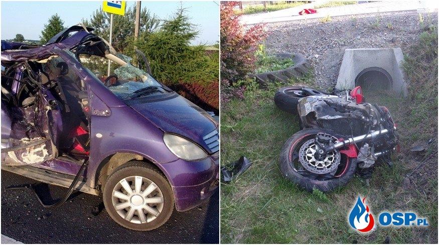 Zderzenie motocykla z samochodem pod Opatowem. Dwie osoby zginęły. OSP Ochotnicza Straż Pożarna