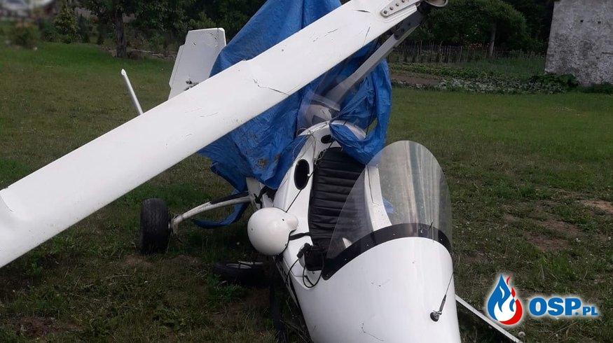 Wiatrakowiec spadł na posesję. Pilot był pijany, uciekł z miejsca zdarzenia. OSP Ochotnicza Straż Pożarna