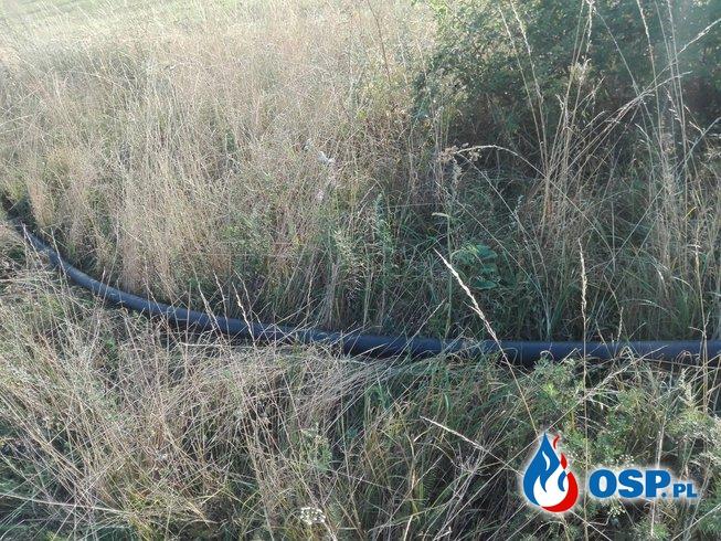 Rura wbiła się do samochodu i wypadła... tylną szybą! OSP Ochotnicza Straż Pożarna