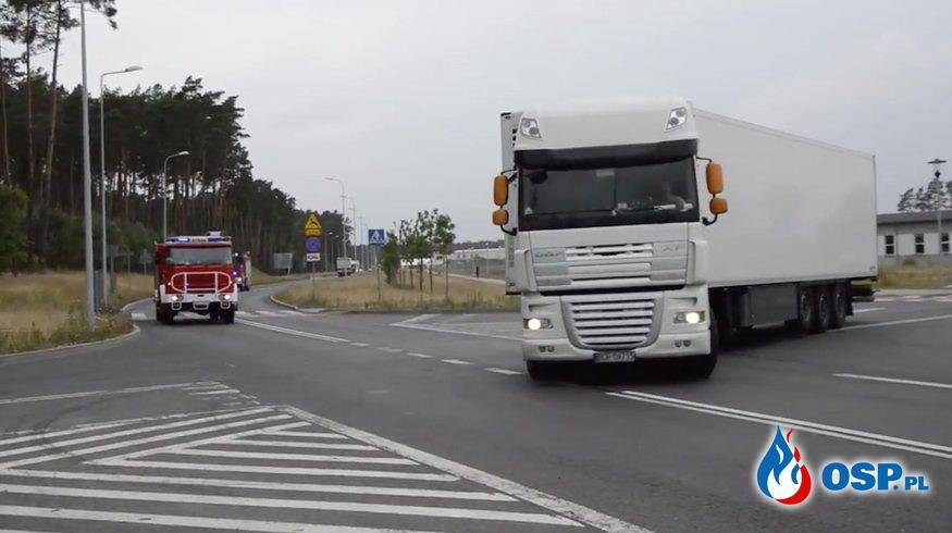 Kierowca ciężarówki wbił się pomiędzy wozy strażackie jadące na sygnale! [wideo] OSP Ochotnicza Straż Pożarna