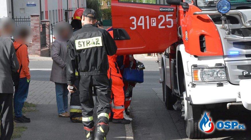 Nie było wolnej karetki. Lądował LPR, ale kobietę do szpitala zawieźli strażacy. OSP Ochotnicza Straż Pożarna