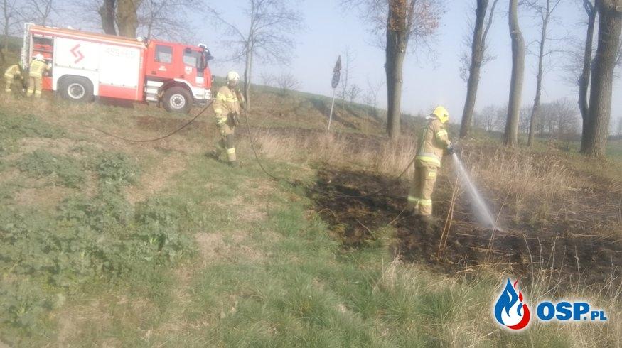 Pożar trawy przy rowach melioracyjnych OSP Ochotnicza Straż Pożarna
