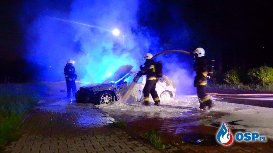 Katowice: Pożar samochodu osobowego OSP Ochotnicza Straż Pożarna