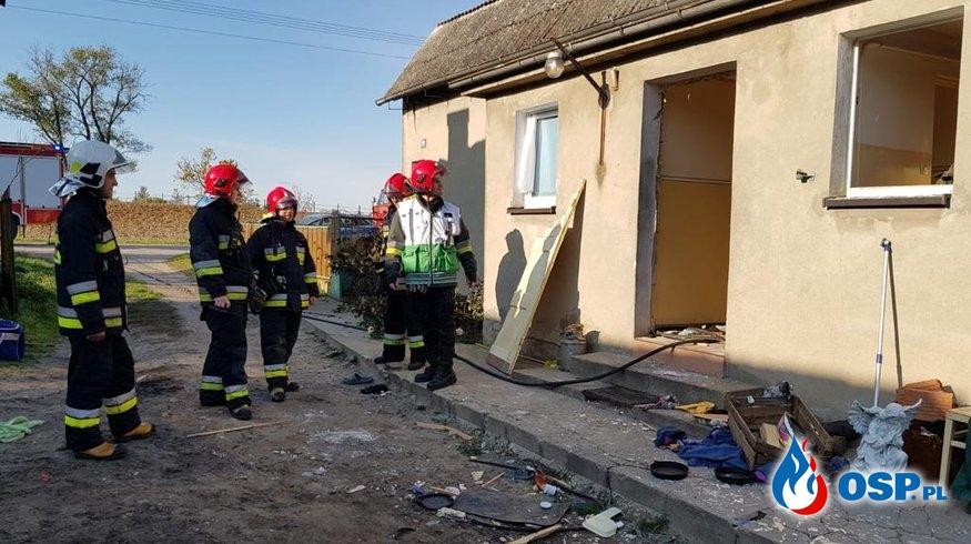 Wybuch gazu w Kosztowie. Eksplozja zniszczyła drzwi i okna. OSP Ochotnicza Straż Pożarna