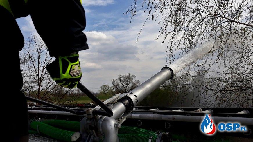 Pożar traw - ul. Staszica w Jankowicach OSP Ochotnicza Straż Pożarna