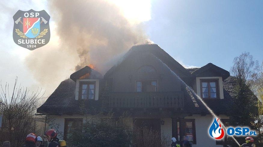 Budynek mieszkalny w płomieniach OSP Ochotnicza Straż Pożarna